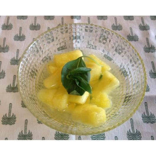 Salade d'ananas au basilic