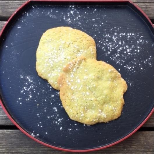 2 cookies  au thé vert et chocolat blanc