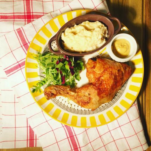 Polenta crèmeuse et sa cuisse de poulet rotie ( italie)