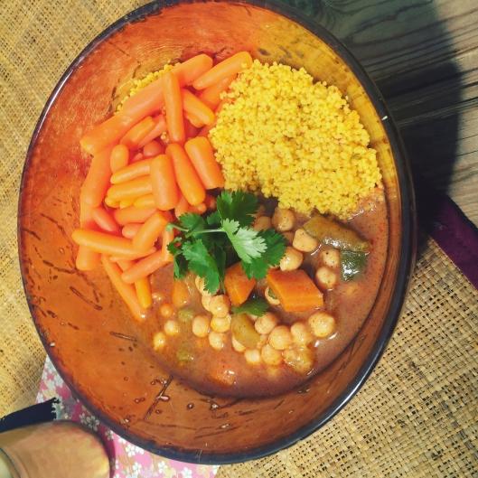 Végétarien mini carottes au cumin,légumes cosucous,céréales